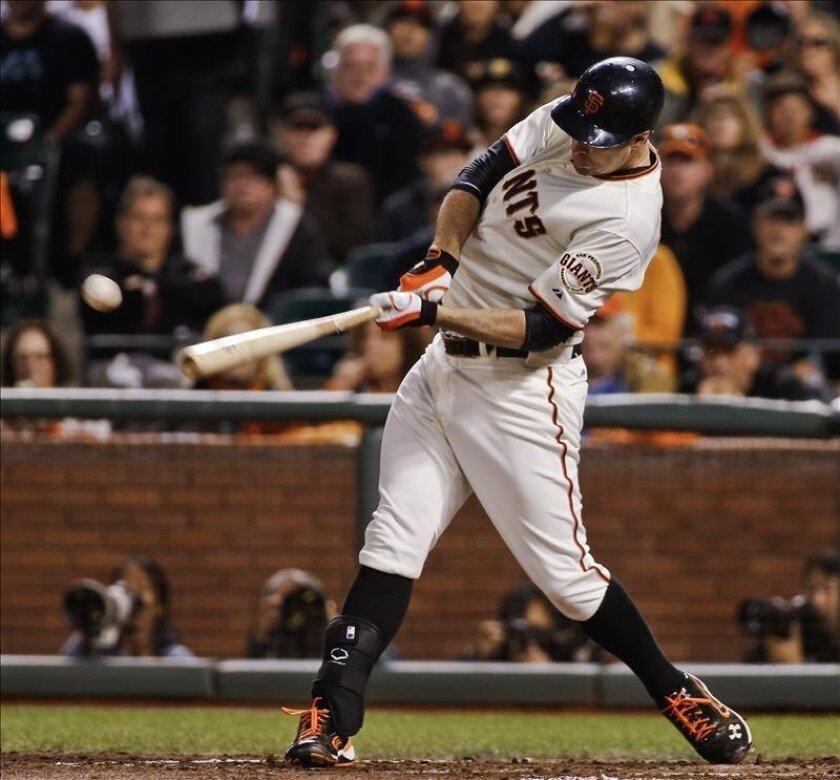 En la imagen, Brandon Belt, bateador emergente de los Gigantes de San Francisco. EFE/Archivo