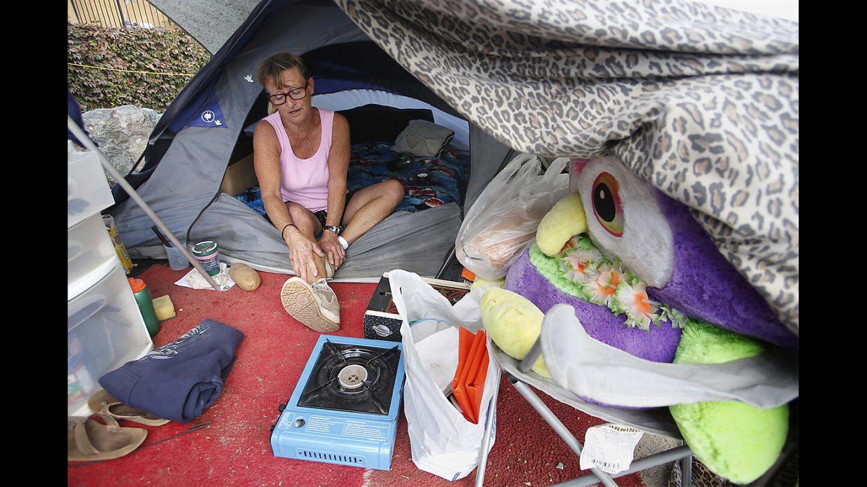 la-residents-face-eviction-from-santa-ana-rive-001