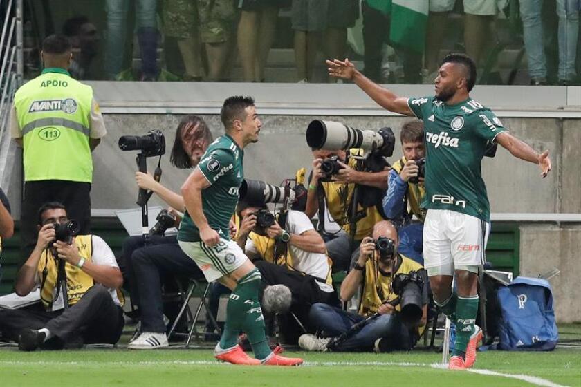 Miguel Borja (d), jugador del Palmeiras. EFE/Archivo