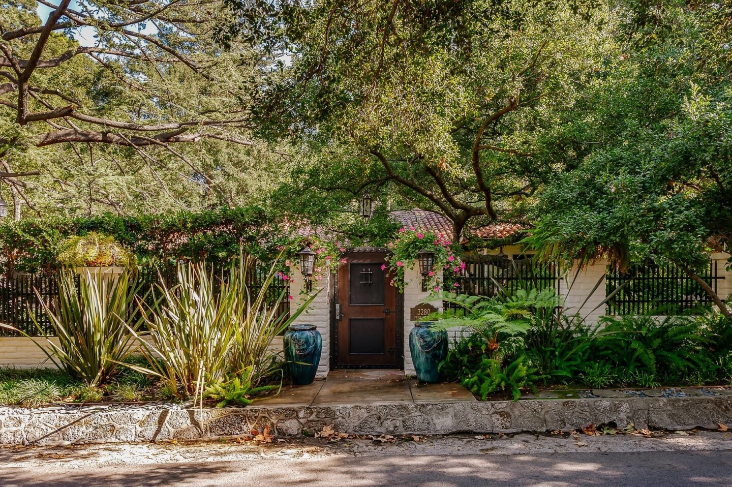 Drew Barrymore and Tom Green's onetime home   Hot Property