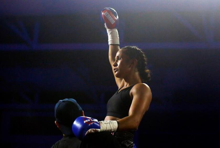 La boxeadora puertorriqueña Amada Serrano (30-1-1, 23 KO), campeona mundial en cuatro divisiones, defenderá el próximo 14 de enero su título de las 122 libras (55 kilogramos) ante la mexicana Yazmín Rivas (35-9-1, 10 KO) en Nueva York. EFE/ARCHIVO