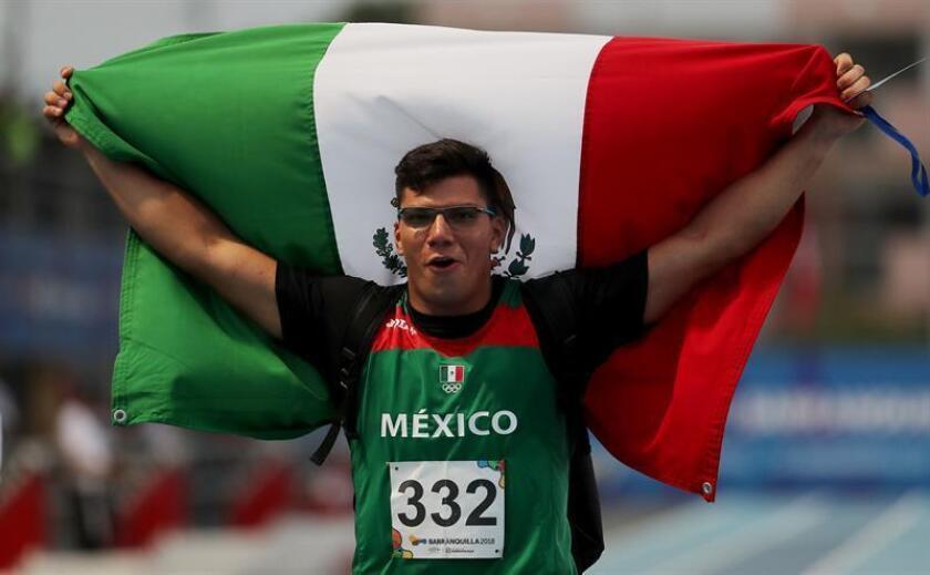 El atleta mexicano Diego del Real celebra luego de la medalla de oro en lanzamiento de martillo en los XXIII Juegos Centroamericanos y del Caribe Barranquilla 2018 en Barranquilla (Colombia). EFE