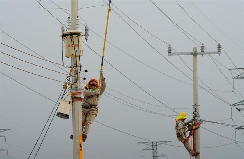 El sector empresarial del estado de Quintana Roo (sureste de México) busca medidas para hacer frente al incremento en las tarifas eléctricas, que afecta por igual a negocios y particulares y es de casi el 100 % en el último año. EFE/Archivo