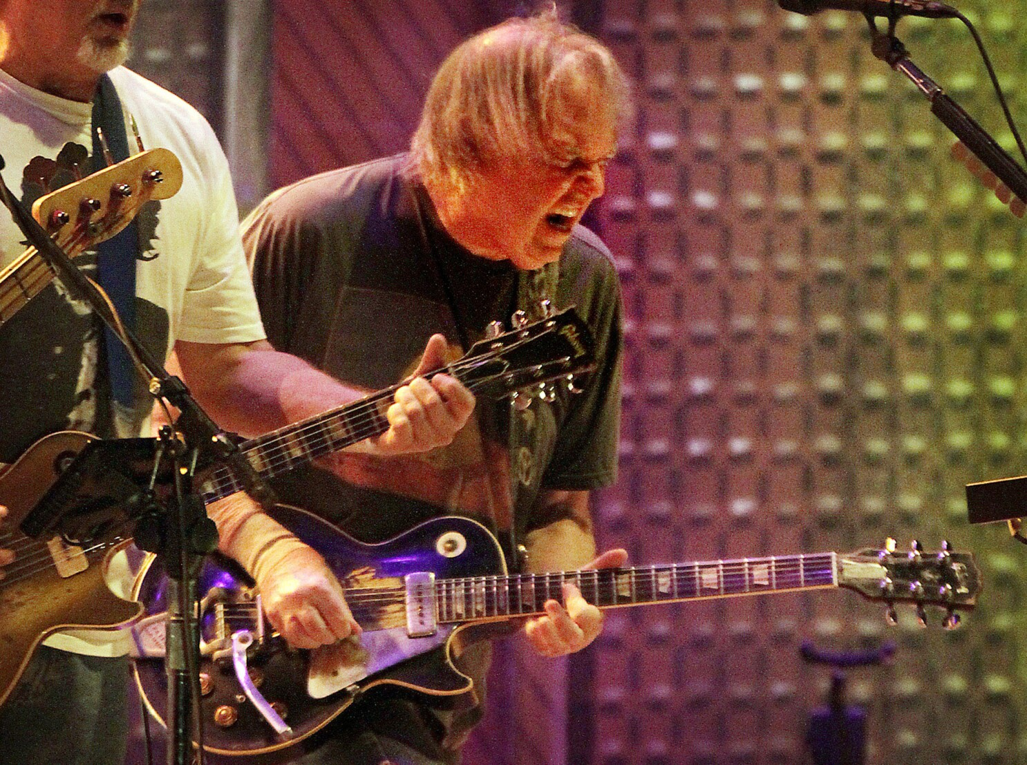 Neil Young Expands On His Response To Donald Trump S Use Of Free World Song Los Angeles Times