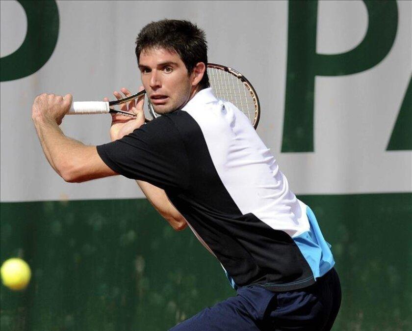 El argentino Federico Delbonis durante su partido de primera ronda del torneo de Roland Garros que juega contra el alemán Julian Reister, el pasado 28 de mayo. EFE