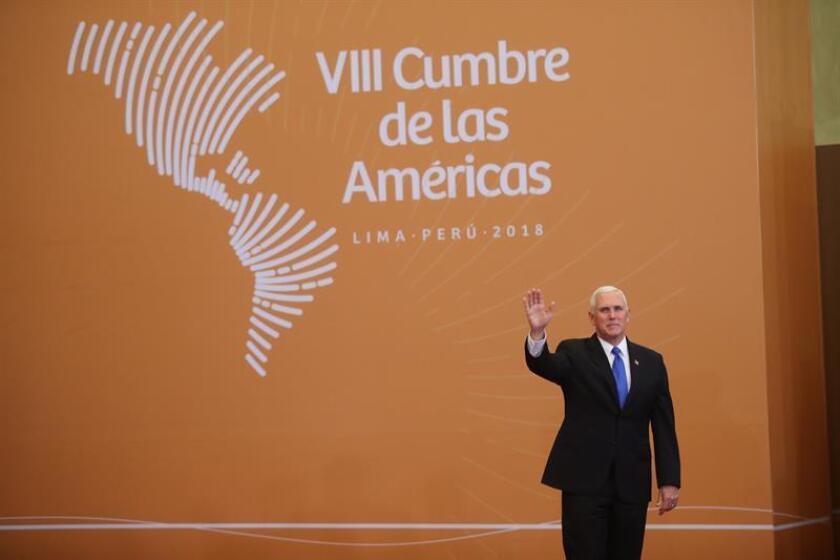 El vicepresidente de los Estados Unidos, Mike Pence, llega para la foto oficial de la VIII Cumbre de las Américas hoy, sábado 14 de abril de 2018, en el Centro de Convenciones de Lima (Perú). EFE