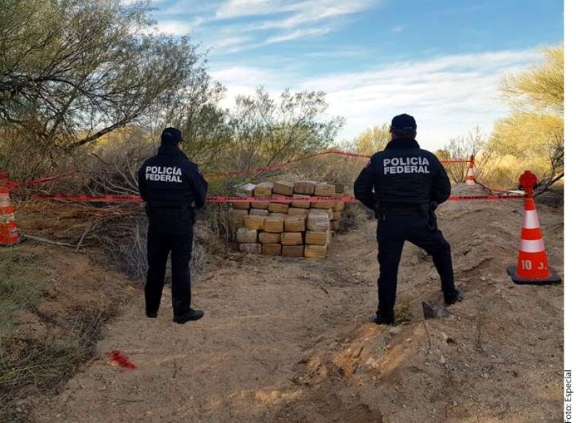Elementos de la Policía Federal aseguraron poco más de una tonelada de mariguana, que se encontraba en aparente estado de abandono en una zona rural de Sonora.