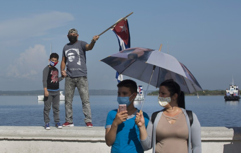 People wearing masks against the spread of the new coronavirus