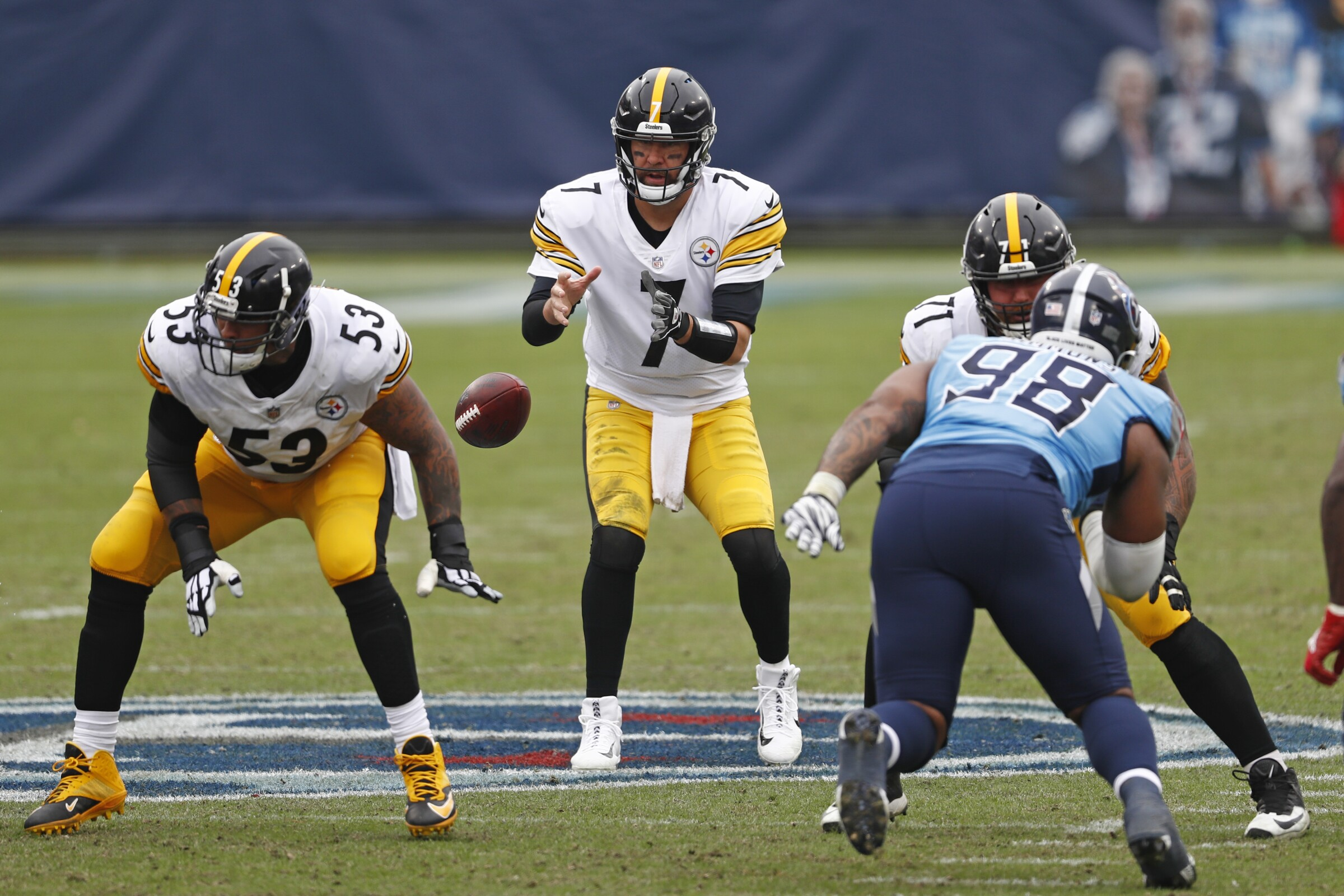 Pittsburgh Steelers quarterback Ben Roethlisberger (7) takes a snap against the Tennessee Titans.