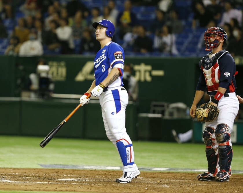 South Korea's Park Byung-ho watches the flight of his three-run home run with USA catcher Dan Rohlfing in the fourth inning of their final game at the Premier12 world baseball tournament at Tokyo Dome in Tokyo, Saturday, Nov. 21, 2015. (AP Photo/Toru Takahashi)