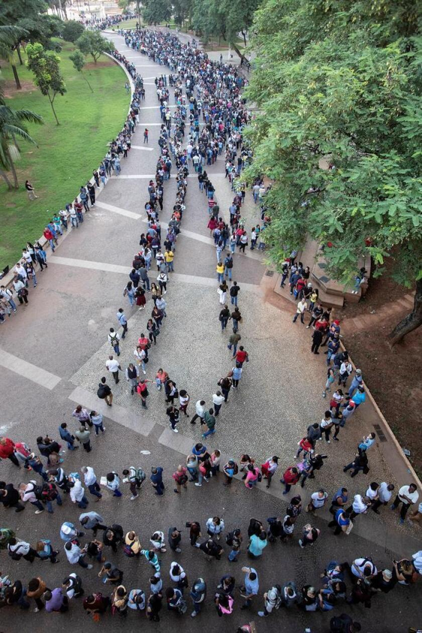 """I'll take anything"" is the phrase that's been repeated many times among the thousands of Brazilians who got into a kilometer-long line in Sao Paulo on March 26, 2019, to try and get off the unemployment rolls, with joblessness threatening to take root in this country and without any prospect of an improvement in the situation over the next few years. Ranging from sales jobs and receptionist work to warehouse jobs, at a union headquarters in the heart of the capital of Sao Paulo state some 6,000 jobs in assorted areas are up for grabs through Friday with an average salary of 1,500 reais (about $400) per month. Hope and anguish mix in strange ways among the thousands of jobless people who have come to try and secure employment at the ""mutirao"" (""mutual aid group"" or ""collective effort"")"