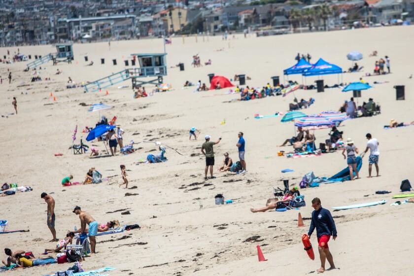 HERMOSA BEACH, CA- El día antes del cierre de las playas del condado de Los Ángeles por el feriado del 4 de julio.