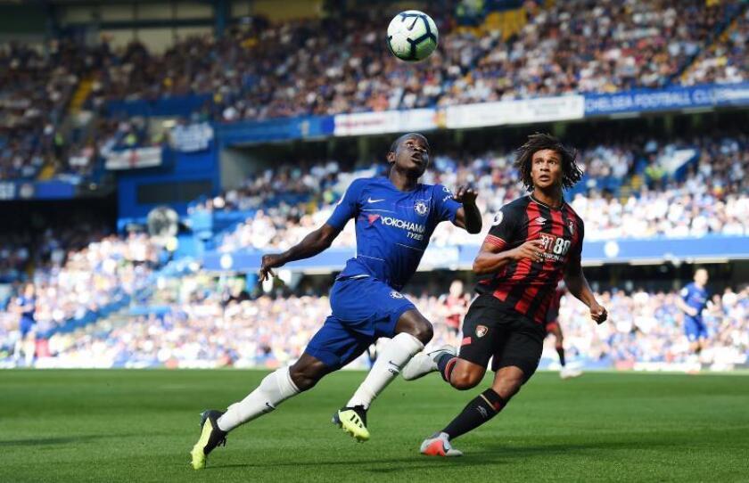 N'Golo Kante (i), del Chelsea, durante un partido de la presente temporada. EFE/Archivo