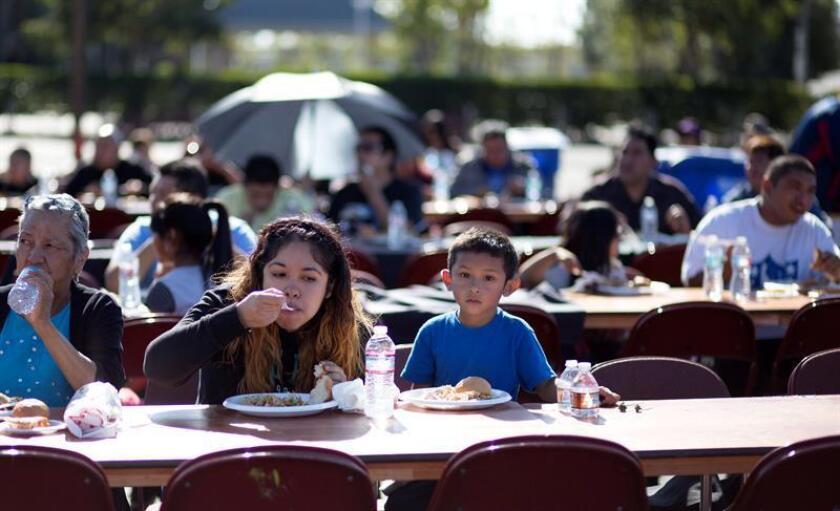 Una coalición de grupos activistas pro inmigrantes celebró hoy el Día de Acción de Gracias en Los Ángeles con una marcha de 3 kilómetros, que finalizó con la entrega de canastas de comida para familias de bajos recursos.EFE/ARCHIVO