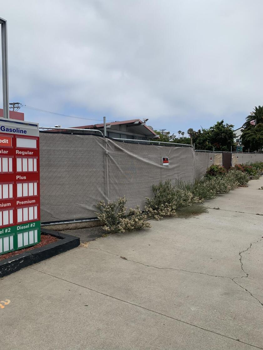 The 76 gas station on Pearl Street closed in September 2018. The property is now surrounded by a tarp-covered, chain-link fence — along with overgrown weeds — and its former signage is falling apart.