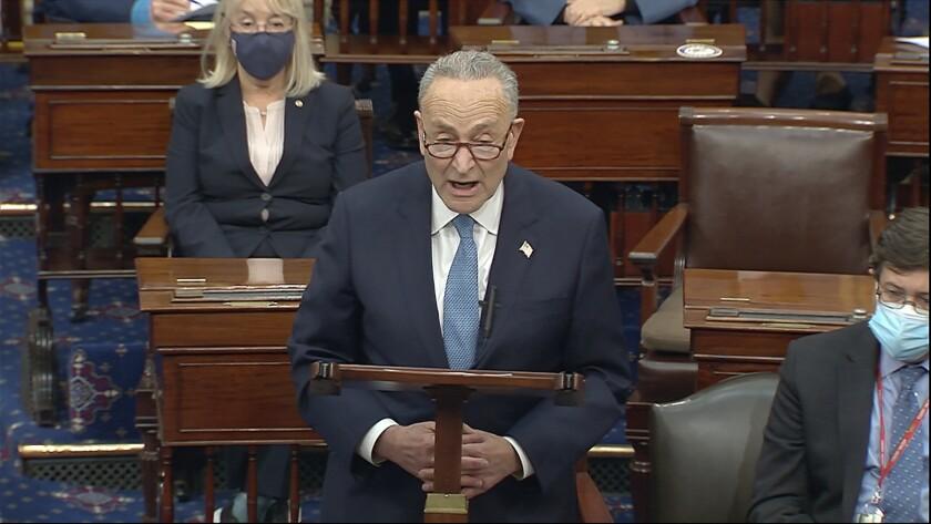 En esa imagen de video, el líder de la minoría demócrata en el Senado, Chuck Schumer, habla