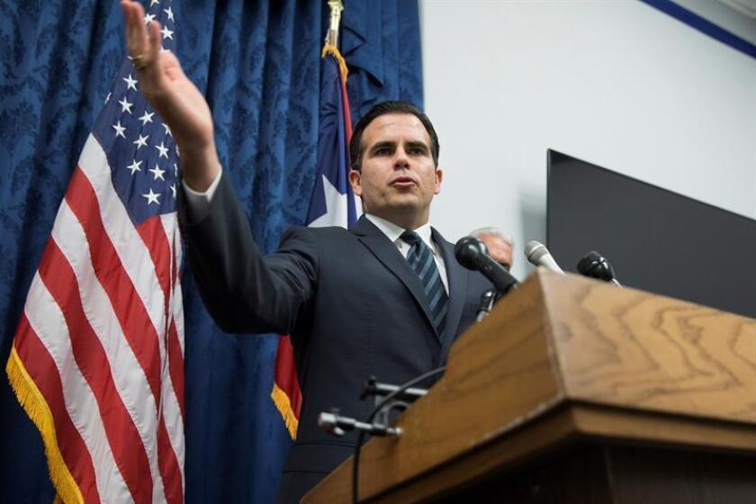 El gobernador de Puerto Rico, Ricardo Rosselló, ofrece una rueda de prensa en el Capitolio de Washington. EFE/Archivo