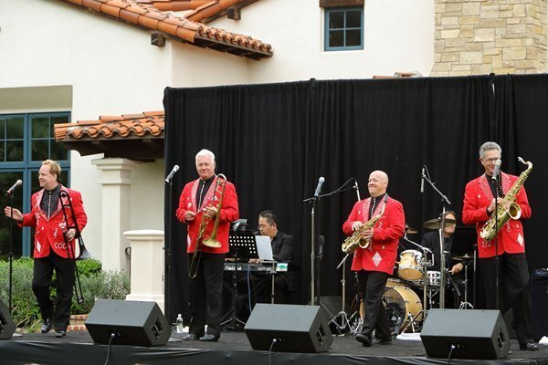 """""""The Diamonds"""" perform at the RSF Golf Club"""
