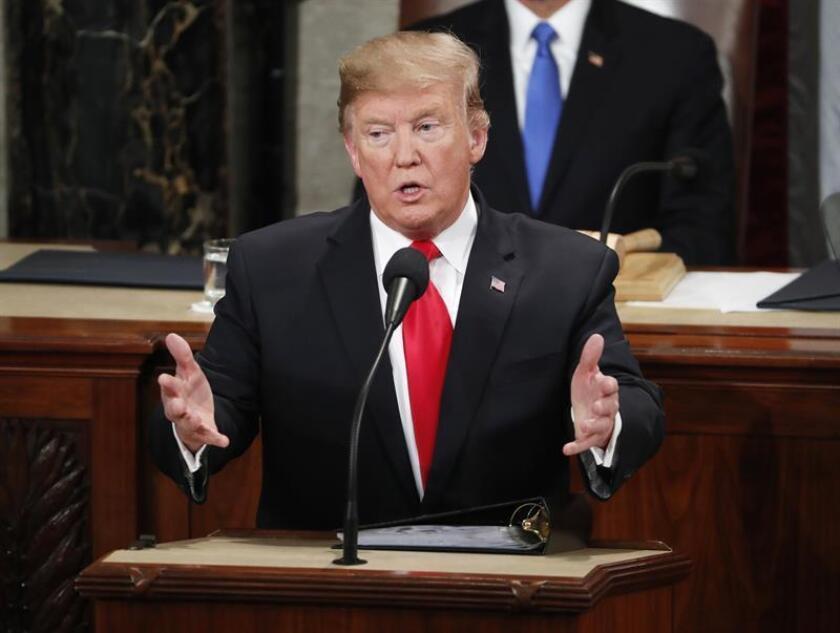 El presidente de los Estados Unidos, Donald J. Trump pronuncia este martes su segundo discurso sobre el Estado de la Unión, en el Capitolio en Washington, DC (EE. UU.). EFE