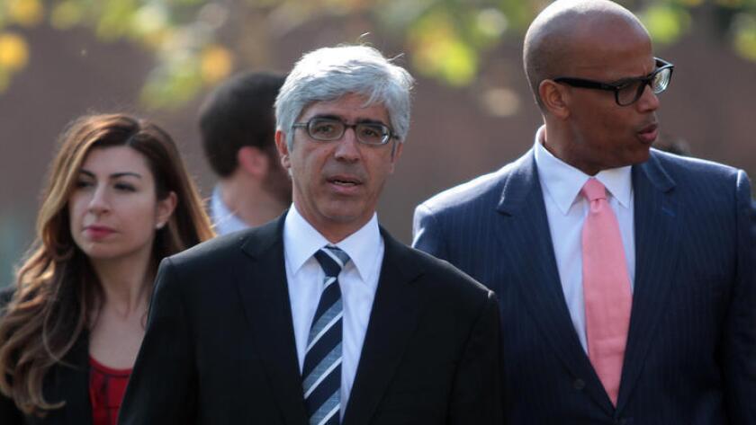 El equipo legal que representó a los demandantes en el caso, en 2014, incluyó a Theodore Boutros (centro) y Marcelo McRae (derecha). El caso fue presentado en el nombre de nueve estudiantes (Bob Chamberlin / Los Angeles Times).