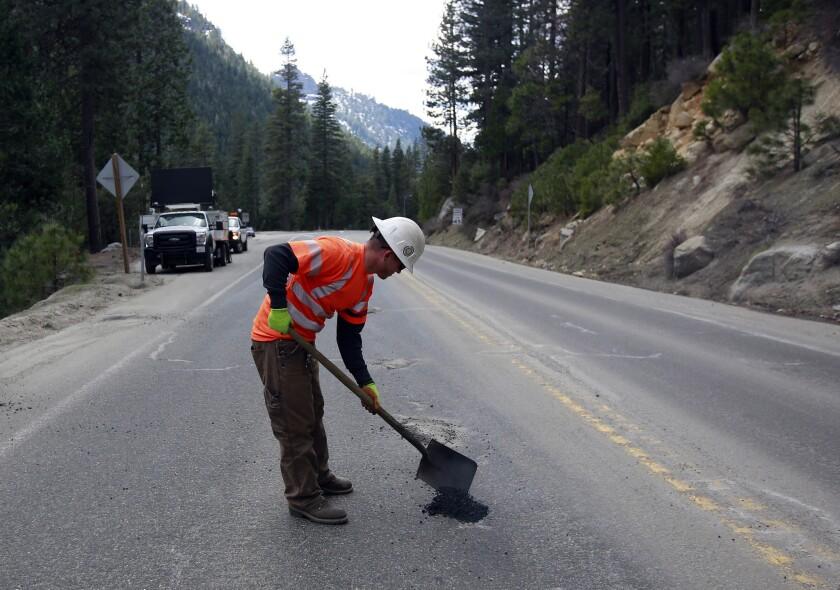 Los simpatizantes de ambos partidos saben que California necesita arreglar su infraestructura de transporte que se encuentra sumamente deteriorada.