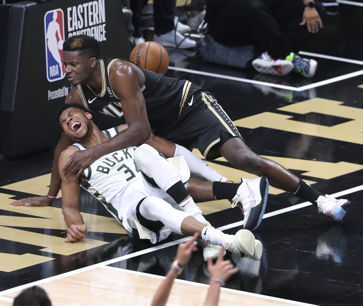 Bucks star Giannis Antetokounmpo injures knee in loss to Hawks - Los  Angeles Times