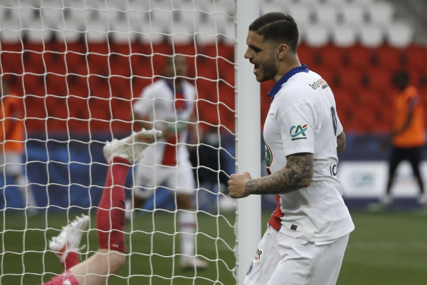 Mauro Icardi tras anotar el cuarto gol del Paris Saint-Germain en la victoria 5-0 ante Angers por la Copa de Francia, el miércoles 21 de abril de 2021. (AP Foto/Lewis Joly)