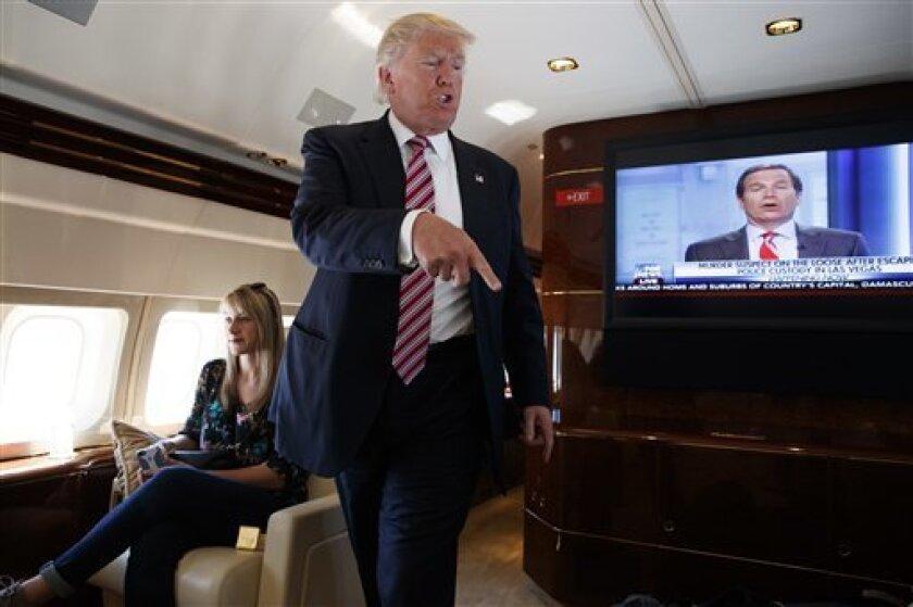 El candidato presidencial republicano, Donald Trump, aseguró hoy que se batirá con su rival, Hillary Clinton, en los tres debates presidenciales programados para los próximos meses y que tradicionalmente tienen una gran importancia en la opinión pública de Estados Unidos.