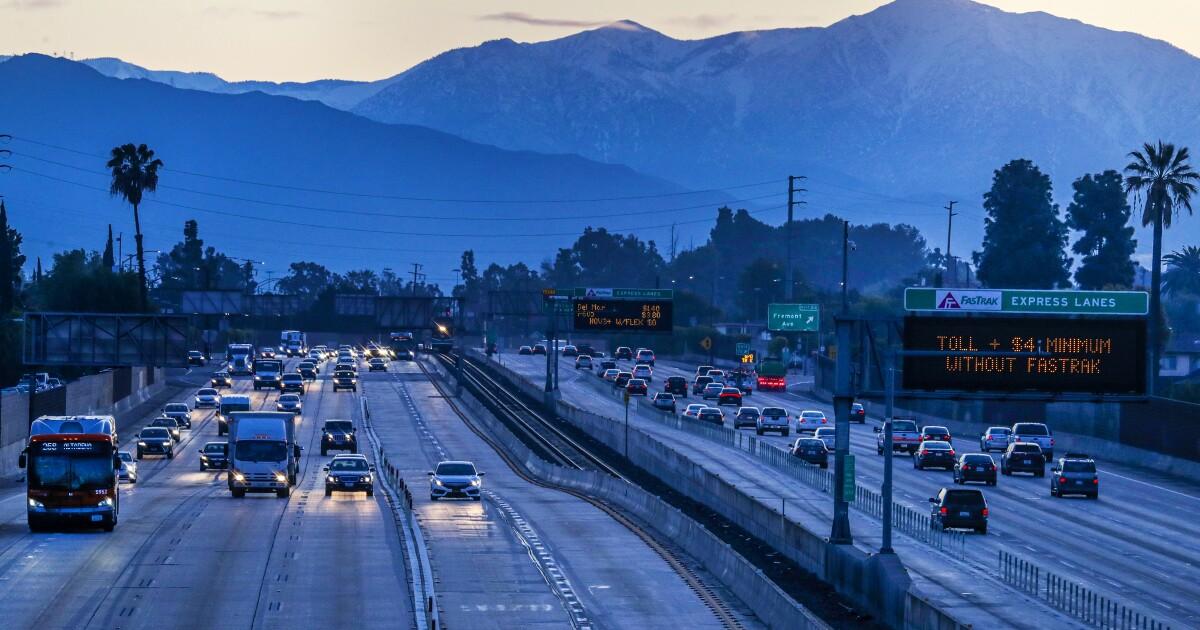 L.A.郡強coronavirus禁止:ネイルとヘアサロン、ドライブ-映画の中で閉鎖
