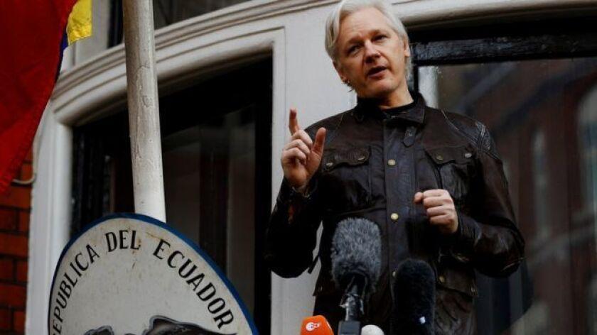 Un tribunal británico ratificó este martes la validez de la orden de captura en contra del fundador de WikiLeaks, Julian Assange, refugiado en la embajada de Ecuador en Londres desde hace más de cinco años.