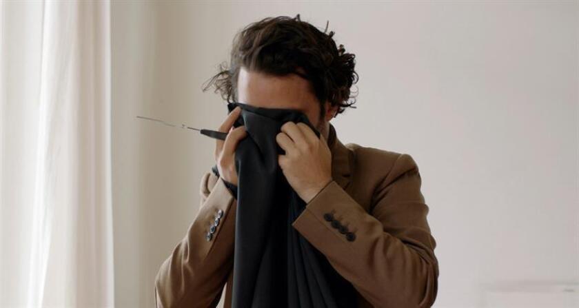 """Fotografía facilitadas por la Bienal de Venecia del director argentino Gastón Solnicki, que ha llevado a la Mostra veneciana su último trabajo fuera de concurso, su película """"Introduzione all'oscuro"""" (Introducción a la oscuridad), una oda a la amistad tras la muerte de un ser querido. En una entrevista concedida a Efe, Solnicki ha explicado que """"en la película, si bien hay una oscuridad sin duda, también hay una celebración de la vida. Tiene más bien esa clave que los lugares comunes de la muerte"""". EFE"""