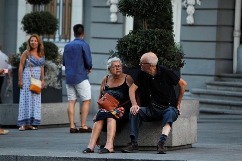 En 2016, las diez principales causas de muerte prematura en España fueron, por orden, la cardiopatía isquémica, el Alzheimer, el cáncer de pulmón, el accidente cerebrovascular, la enfermedad pulmonar obstructiva crónica (EPOC), el cáncer de colon y recto, el cáncer de mama, el suicidio, otras enfermedades cardiovasculares e infecciones respiratorias inferiores. EFE/Archivo