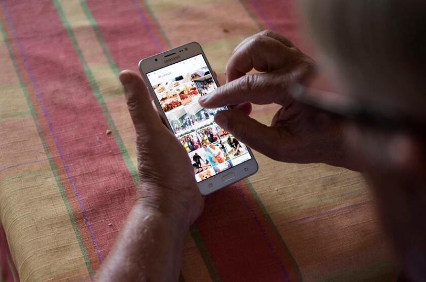 Attila Listvan (74) uses his smartphone in his home. EPA/EFE