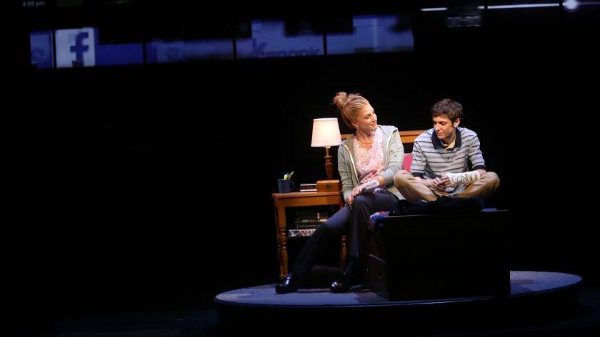 Ben Levi ross plays Evan Hansen Jared Goldsmith (with glasses) Phoebe Koyabe (braids) Aaron Lazar (father) Christiane Noll (mother) Maggie McKenna (sister) Jessica Phillips (Evans mom) Marrick Smith (suicide student)