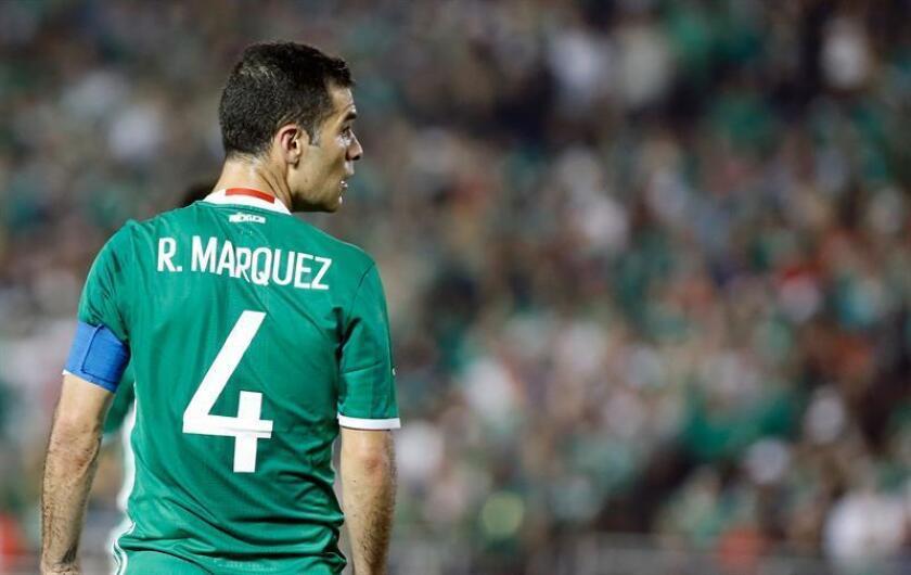 Rafael Márquez, defensa y capitán del Atlas, sufrió un desgarre en la pierna derecha y se perderá el clásico tapatío ante las Chivas del Guadalajara, que se juega mañana en la sexta jornada del Clausura mexicano. EFE/ARCHIVO