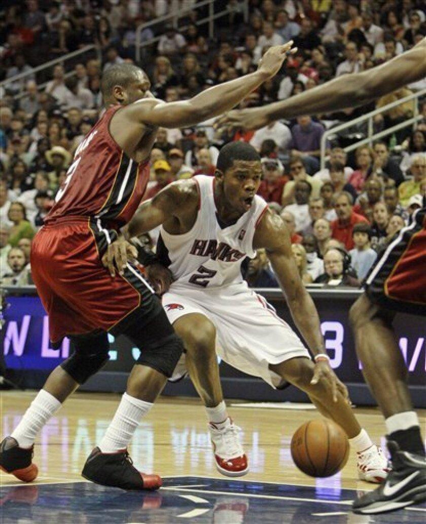 Atlanta Hawks' Joe Johnson (2) works to get around Miami Heat's Dwyane Wade, left, in the first quarter of Game 7 of the Eastern Conference NBA basketball playoff series Sunday, May 3, 2009. Atlanta won 91-78. (AP Photo/John Bazemore)