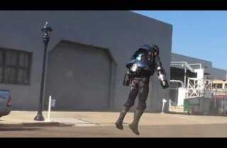 Inventor Richard Browning soars in his 'jet-powered exosuit' at Comic-Con 2017
