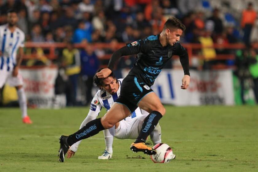 El delantero brasileño Everaldo Stum, de los Gallos del Querétaro del fútbol mexicano, recordó hoy que su equipo depende de sí mismo para mantenerse en la Primera división y por eso no debe pensar en los demás rivales. EFE/ARCHIVO