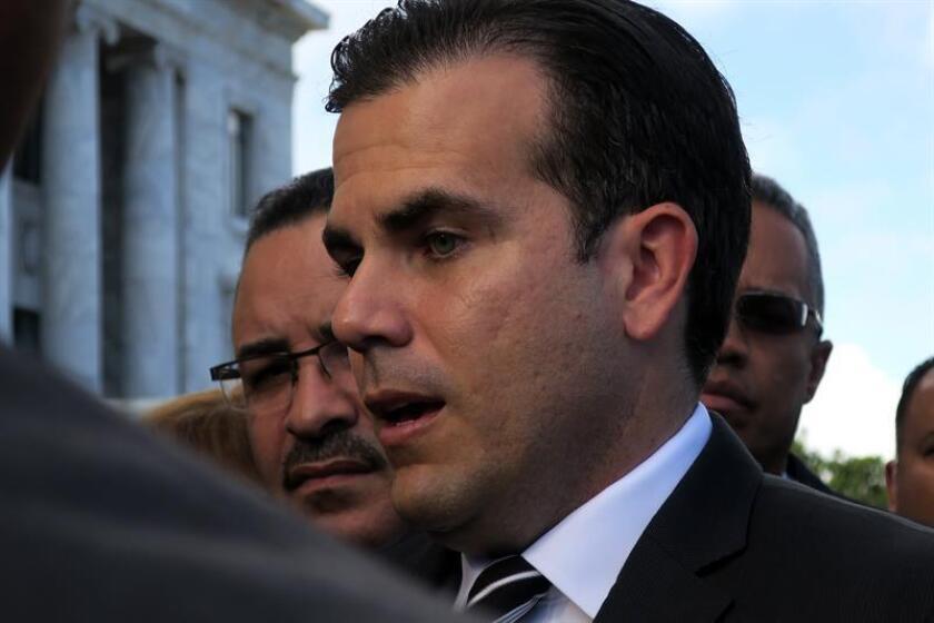 El gobernador de Puerto Rico, Ricardo Rosselló, habla con los medios de comunicación. EFE/Archivo