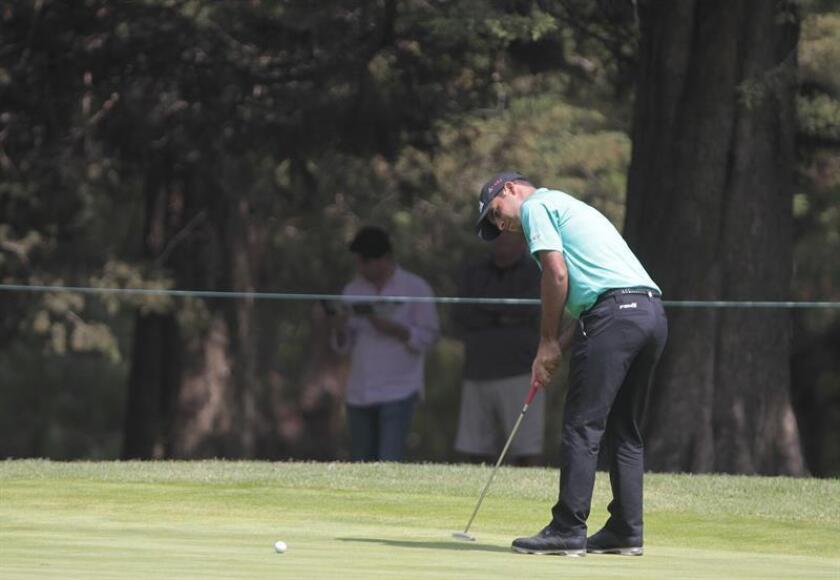 Shubhankar Sharma de India en acción hoy, sábado 3 de marzo de 2018, durante la tercera ronda del World Golf Championship México, que se disputa en el Club de Golf Chapultepec de Ciudad de México (México). EFE