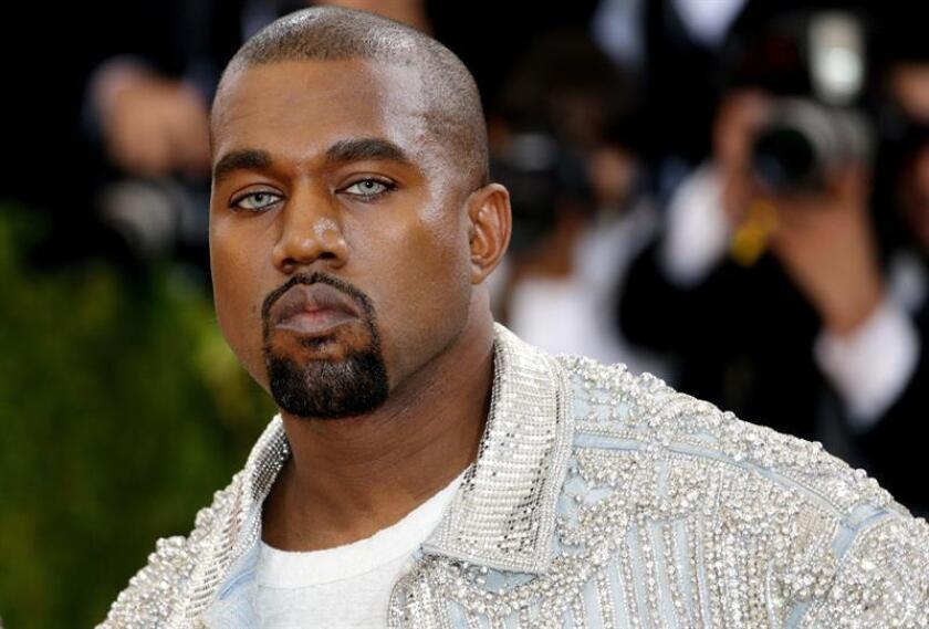 El artista estadounidense Kanye West, uno de los grandes referentes del rap, anunció hoy en su perfil oficial de Twitter que editará dos nuevos álbumes en junio. EFE/ARCHIVO