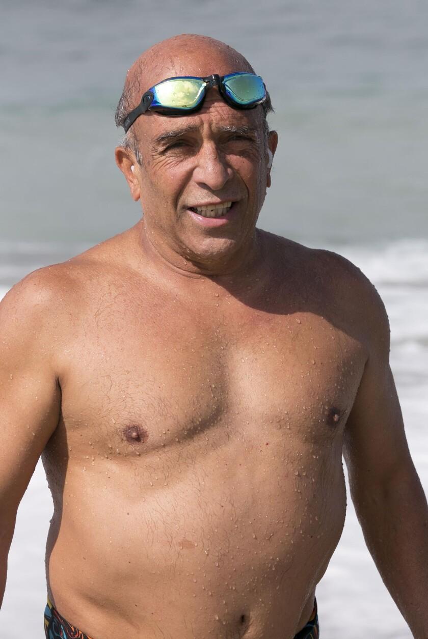 Jamshid Khajavi swims to Catalina again