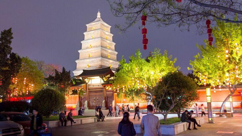 XI? AN, CHINA - Localizado nos arredores de Xi'an Wall, o Big Wild Goose Pagoda é um elegante hotel de sete andares