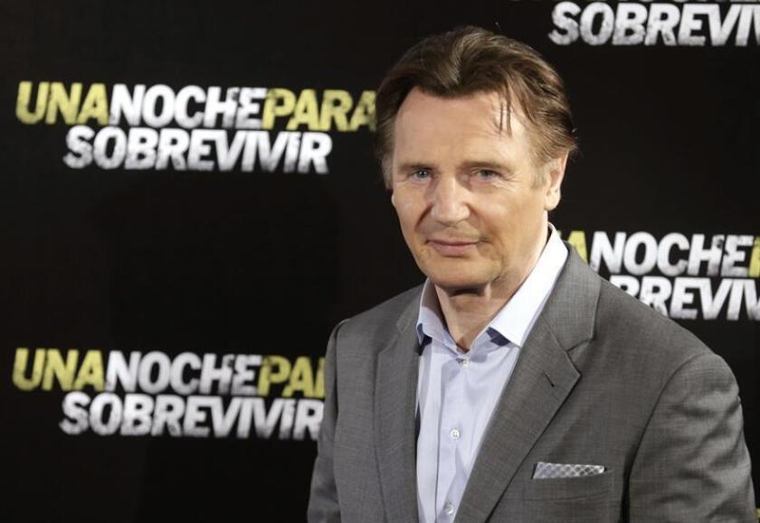 """El director catalán Jaume Collet-Serra (i), presenta junto a Liam Neeson (d) su tercer largometraje, """"Una noche para sobrevivir"""", en la que sigue explorando su faceta de antihéroe de acción y en la que también participan Ed Harris y Joel Kinnaman. EFE/Archivo"""