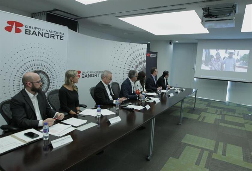 El Grupo Financiero Banorte (GFNORTE) concretó hoy la fusión con Grupo Financiero Interacciones (GFINTER), con lo que se consolidó como el segundo grupo financiero del país por nivel de activos, cartera y depósitos, detrás de BBVA Bancomer. Directivos de GFBANORTE. EFE/ARCHIVO