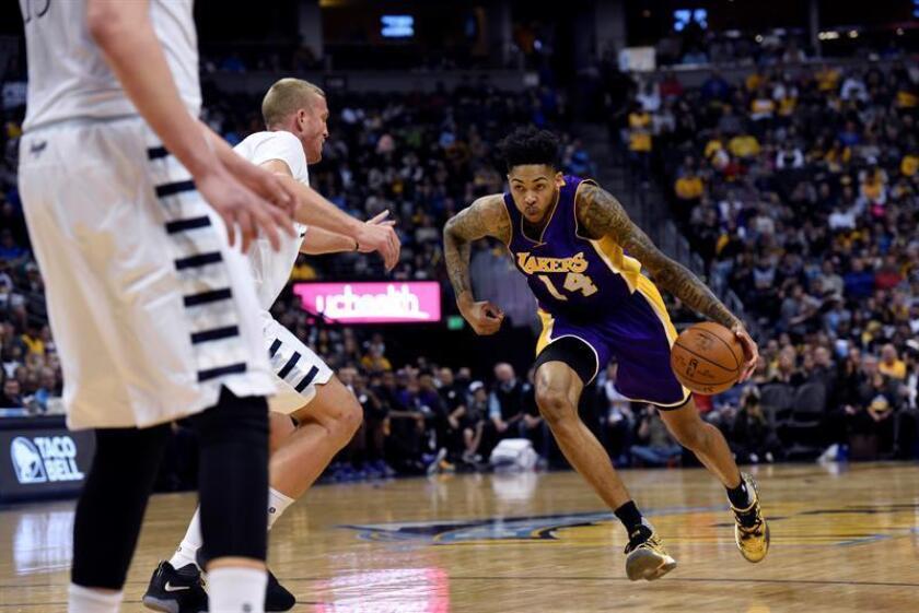 El alero de Los Angeles Lakers Brandon Ingram (d). EFE/Archivo