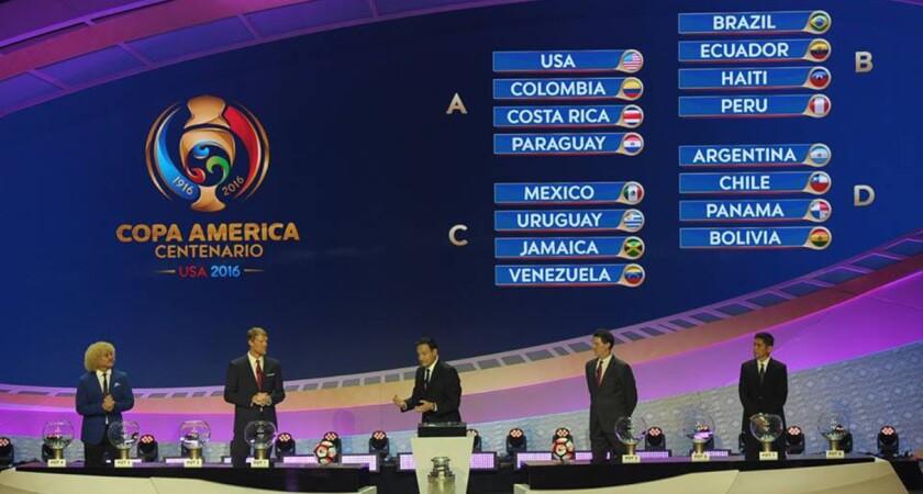 'Pibe' Valderrama (i), Alexi Lalas, Mario Kempes y Jorge Campos, las figuras del sorteo de la Copa América Centenario.