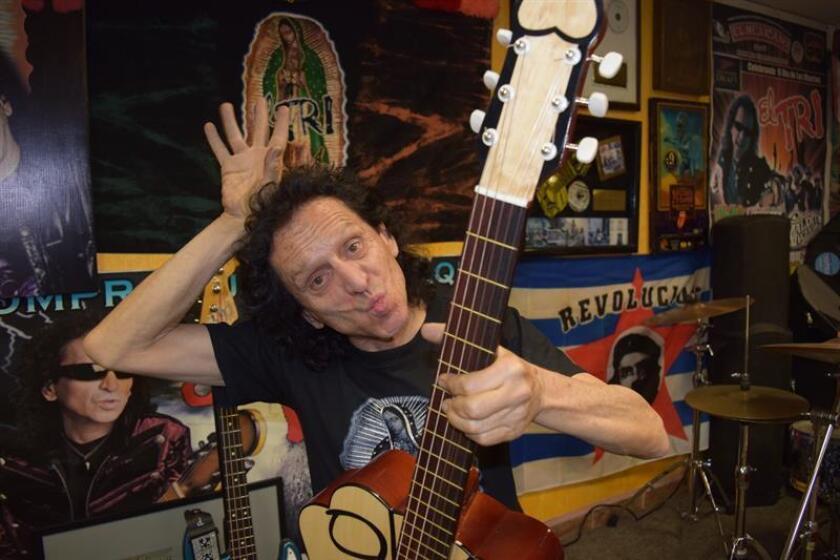 """El mexicano Alejandro Lora, pionero del rock en español y líder de la banda mexicana El Tri, parafraseó hoy una líneas de """"La Bamba"""", el son veracruzano más conocido, y dijo que para cumplir 50 años en el rocanrol """"se necesita un poco de gracia y otra cosita"""". EFE/ARCHIVO"""