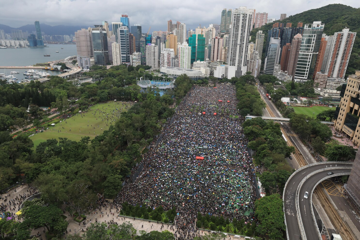 Hong Kong protests continue as organizers call for peaceful rally