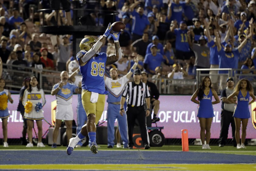 UCLA tight end Devin Asiasi (86) catches a touchdown pass